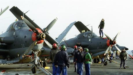 Matrosen auf dem französischen Flugzeugträger Clemenceau am 28. Januar 1993.