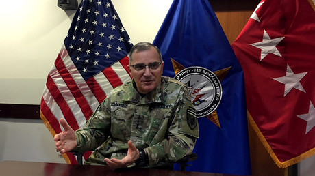 Curtis Scaparotti, der Leiter des U.S. European Command, spricht mit Reportern in Wiesbaden, Deutschland, am 24. Mai 2018.