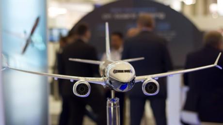 Zumindest diese Boeing 737 MAX 8 stürzt nicht so leicht ab: Ein 1:40 Modell der Boeing 737 MAX 8 auf der Internationalen Luft- und Raumfahrtausstellung Berlin auf dem Flughafen Berlin-Schönefeld, 2016