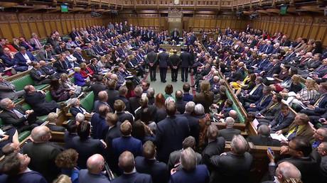 Stimmenzähler geben die Ergebnisse der Abstimmung über den Brexit im Parlament in London bekannt, 13. März 2019.