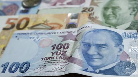 Türkisches Geld abfotografiert.