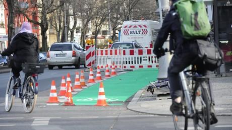 Tod eines Radlers - Lastwagenfahrer für Abbiege-Unfall verurteilt (Symbolbild)