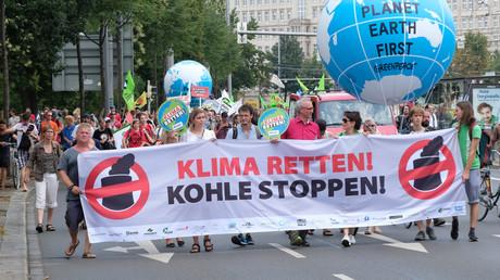 Gegen die Umwelt- und Energiepolitik kommt es immer wieder zu Protesten aus der Bevölkerung. Auch elitäre Kreise machen zu diesen Themen mobil - allerdings nicht offen auf der Straße wie die Umweltschützer.