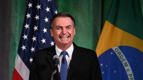 Auch Handel und die diplomatische Zusammenarbeit im Fokus: Der brasilianische Präsident Jair Bolsonaro ist zu Besuch in den USA und nahm unter anderem an einem Brasil-USA-Wirtschaftsforum in Washington teil.
