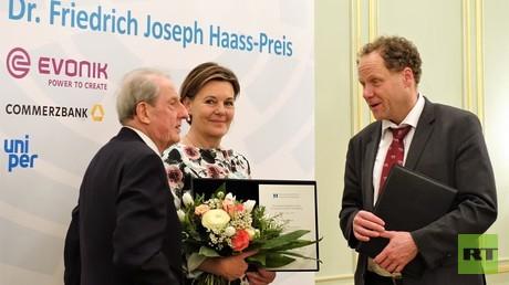 Die Preisträger der diesjährigen Auszeichnung mit dem Dr. Friedrich Joseph Haass-Preis (von links nach rechts): der Botschafter a.D. Andreas Meyer-Landrut, Graciela Bruch, Vorstandsvorsitzende der Globus-Stiftung, Stefan Dürr, Geschäftsführender Gesellschafter und CEO, Ekosem-Agrar AG