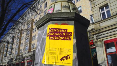 Plakataktion gegen die Deutsche Wohnen in der Berliner Karl-Marx-Allee im Februar 2019
