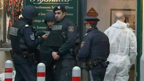 Österreichische Polizisten bei einem Einsatz in Wien im Dezember 2018
