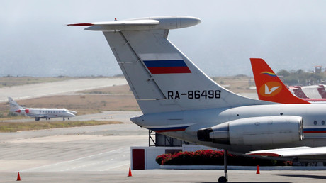 Ein russisches Flugzeug auf dem internationalen Flughafen von Caracas, Venezuela.