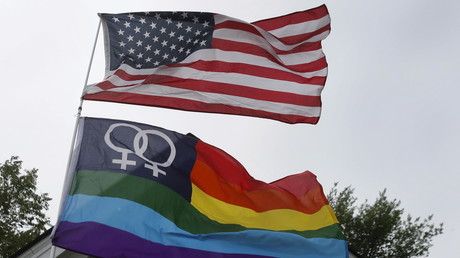 Gay-Pride- und US-Flagge, Ann Arbor, Michigan, 26. Juni 2015