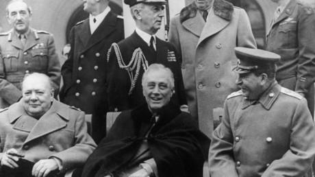 Bei der Jalta-Konferenz am 4. Februar 1945 standen West und Ost vereint gegen einen Feind, bevor nach der Niederlage Nazideutschlands der Kalte Krieg ausbrach und man sich als unerbittliche Gegner gegenüberstand.