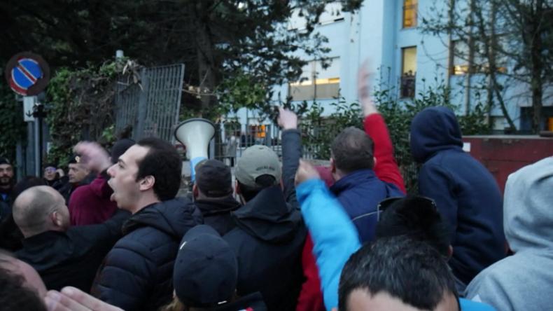 """Rom: """"Wir werden bis zum Tod kämpfen, um sie zu vertreiben"""" - Proteste gegen Roma-Familien"""