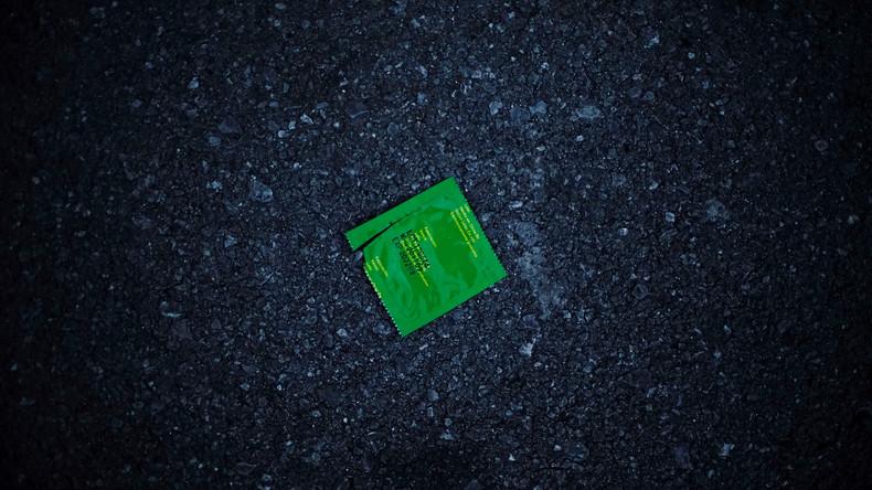 Nur wenn beide es wollen: Erstes Kondom, das sich nur zu zweit öffnen lässt