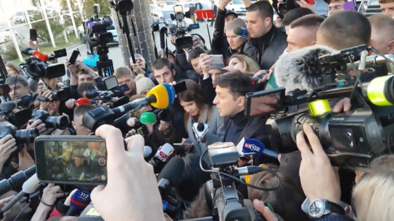 Ukraine: Selenskij geht vor der Präsidentschaftsdebatte zum Bluttest