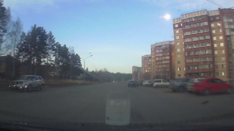 Russland: Besuch aus dem All – Feuerballstreifen erhellt Himmel in Krasnojarsk
