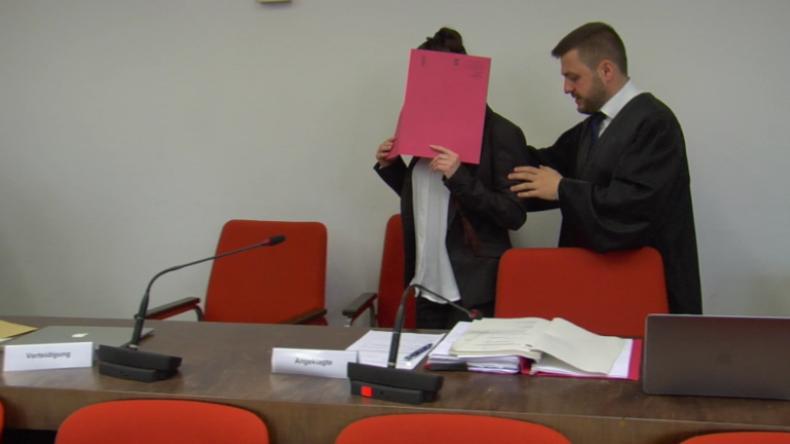 München: IS-Frau vor Gericht - Fünfjährige als Sklavin gehalten und angekettet verdursten lassen