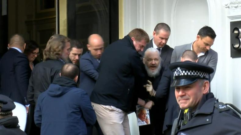 London: Julian Assange aus ecuadorianischer Botschaft ausgewiesen und verhaftet (Exklusiv-Video)