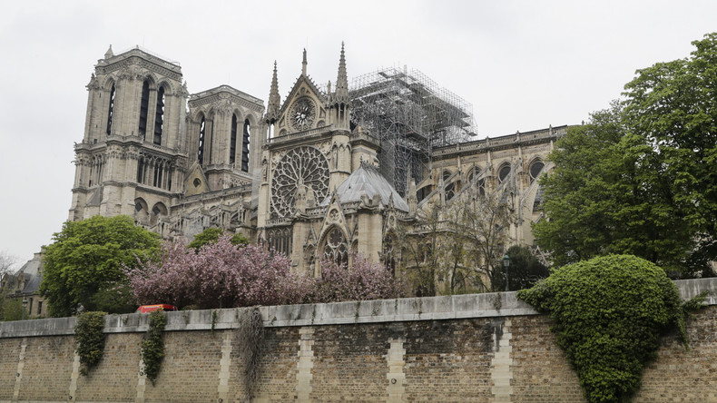 LIVE: Weltberühmte Pariser Kathedrale Notre-Dame am Tag nach dem verheerenden Brand