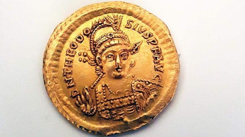 1.600 Jahre alte Goldmünze von Schülern in Israel gefunden