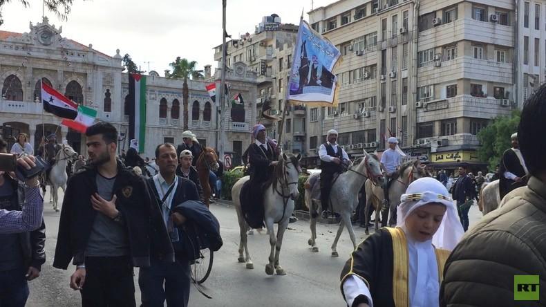 Damaskus: Pferdeparade zum syrischen Tag der nationalen Unabhängigkeit (Video)