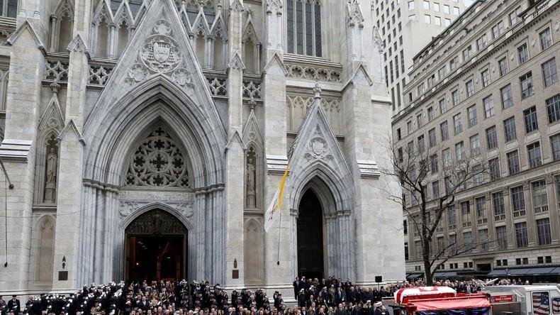 Nach Feuer in Notre-Dame: Mann mit Feuerzeugen und Benzin in New Yorker Saint Patricks-Kathedrale