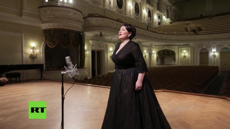 Russland: Opernsänger spielen Ave Maria zu Ehren der Kathedrale von Notre-Dame