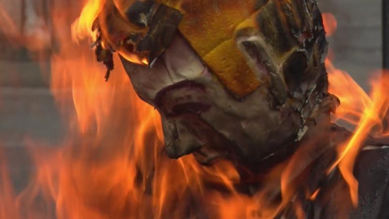 """Venezuela: Bei Zeremonie """"Verbrennung des Judas"""" brennen Puppen von Trump, Maduro und Guaidó"""