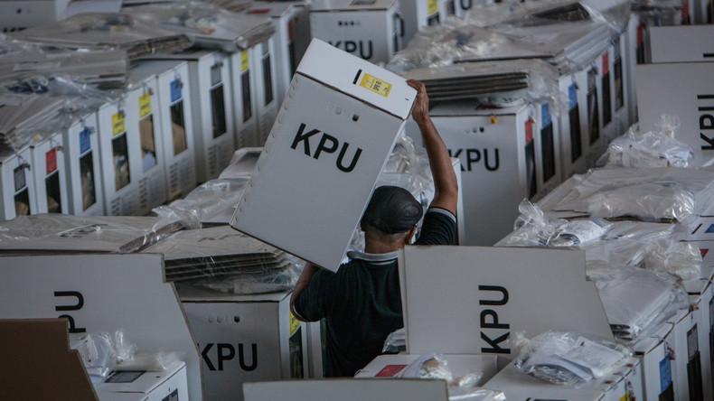 Größte Wahl der Welt: Über 90 Mitglieder der Wahlkommission in Indonesien an Entkräftung gestorben