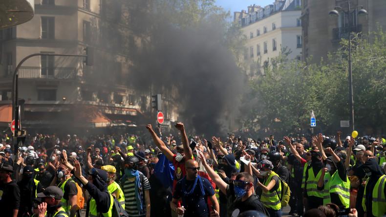 Gelbwesten-Proteste in Paris gehen in die 23. Woche: Macron antwortet mit Gummiknüppel und Tränengas