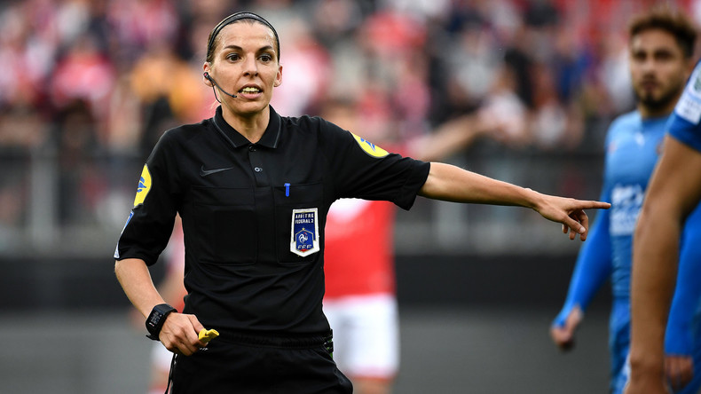 Französische Ligue 1 wird erstmals von Frau gepfiffen