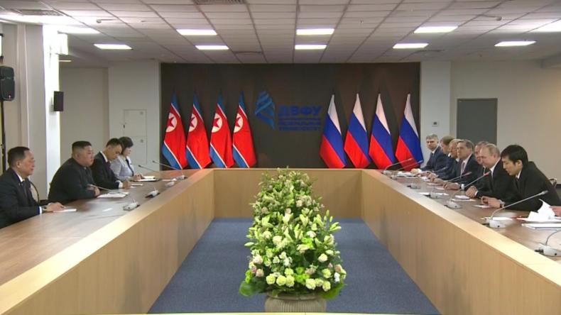 """""""Wir hatten substantielle Gespräche"""" - Putin über Gipfeltreffen mit Kim"""