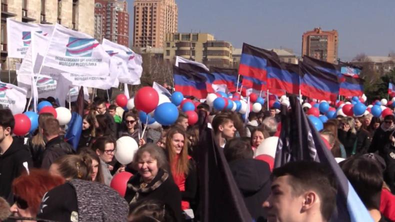 Bewohner von Donezk kommentieren vereinfachtes Verfahren zur Erlangung russischer Reisepässe