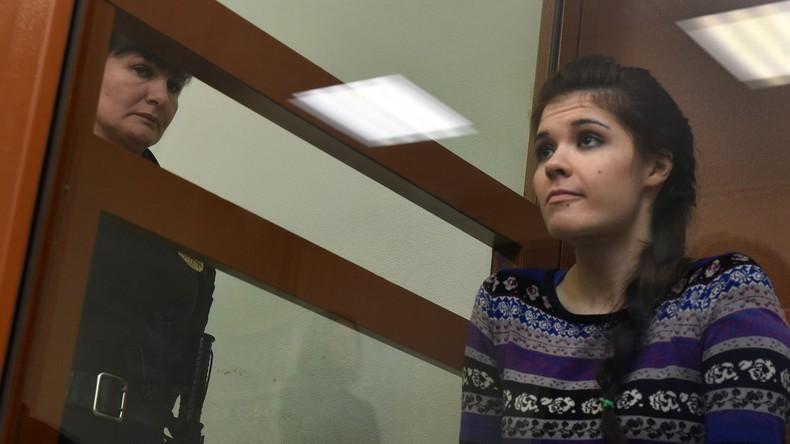 LIVE: Wegen IS-Verbindungen verurteilte russische Studentin spricht über ihre Haftentlassung