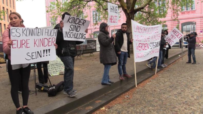 Protest in Berlin: Verwandte von IS-Kämpfern fordern Rückführung ihrer Kinder nach Deutschland