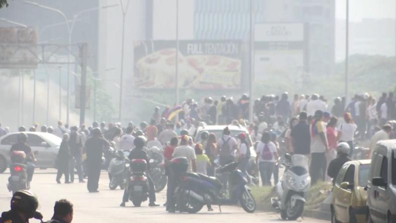 Venezuela: Zusammenstöße an Luftwaffenbasis bei Caracas nach Guaidó Aufruf zum Umsturz