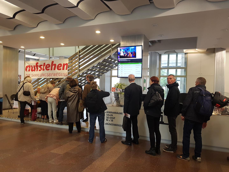 """Berliner Aufstehen-Kongress: """"Sie nennen uns Zwerge, doch tatsächlich sind wir Riesen"""""""