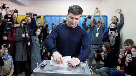 Wahlen in der Ukraine: Schauspieler Selenskyj am Platz eins, Stichwahl Ende April