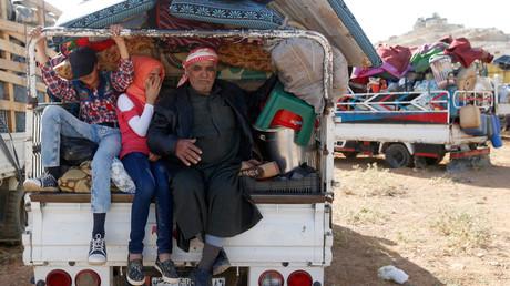 Im libanesischen Grenzort Arsal bereiten sich Flüchtlinge auf ihre Rückkehr nach Syrien vor.