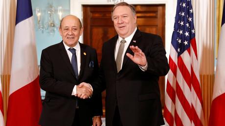 US-Außenminister Mike Pompeo (r.) traf sich am 6. Februar 2019 in Washington (hier im Bild) sowie nun am Donnerstag  am Rande des 70. Geburtstags der NATO, mit seinem französischen Amtskollegen Jean-Yves Le Drian.