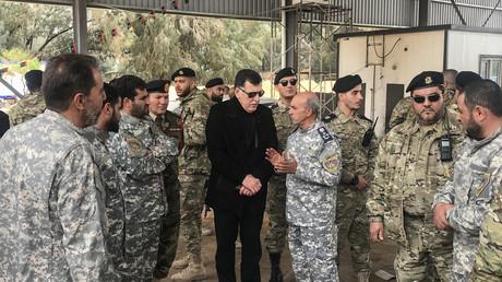 Fayez al-Sarraj (C), besucht Militär- und Sicherheitskommandanten der Regierungstruppen, am 5. April 2019, zwischen Tripolis und der Küstenstadt Zawiya.