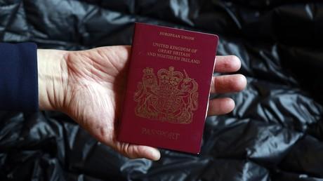 """Nun auch ohne """"Europäische Union"""": Briten erhalten neue Reisepässe trotz Brexit-Verzögerung"""