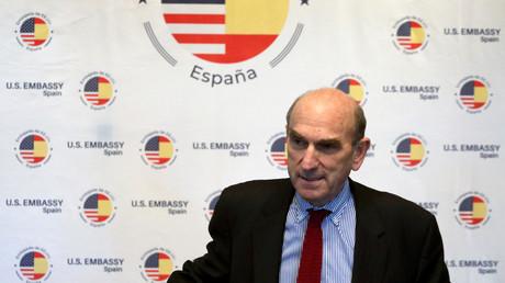 Der US-Sondergesandte für Venezuela, Elliot Abrams, auf einer Pressekonferenz am 11. April 2019 in der Botschaft der USA in Madrid