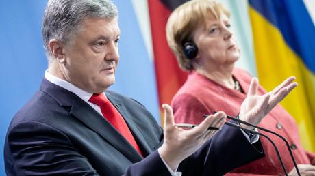 Der ukrainische Präsident Petro Poroschenko und Bundeskanzlerin Angela Merkel während des gemeinsamen Auftritts am 12. April 2019 im Kanzleramt in Berlin