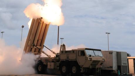 Aegis Ashore nicht genug? THAAD-Raketenabwehrsysteme der USA kommen nach Osteuropa (Archivbild: Mobile THAAD-Abschussrampe feuert Abfangrakete ab)