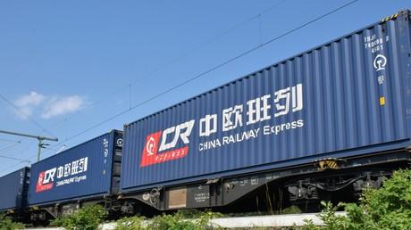 Ein Zug auf dem Weg von Duisburg nach China
