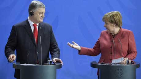 Kanzlerin Merkel empfängt Poroschenko zu einem kritischen Zeitpunkt und hilft damit auch noch rechtsradikalen Kräften in der Ukraine.