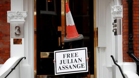 Assange - Vom Held der Medien zum schmutzigen Ausgestoßenen (Video)