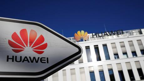 Das Logo von Huawei vor der deutschen Zentrale in Düsseldorf, Deutschland, 18. Februar 2019.