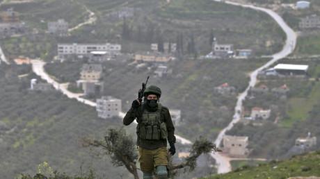 Israelischer Soldat bewacht jüdische Siedlung in den besetzten Gebieten in der Nähe von Nablus (15.2.19).