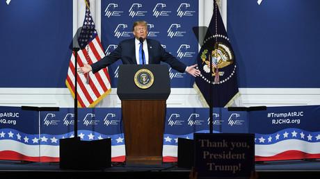 US-Präsident Donald Trump offenbart bei einem Auftritt vor dem Republican Jewish Coalition in Las Vegas, wie er durch ein