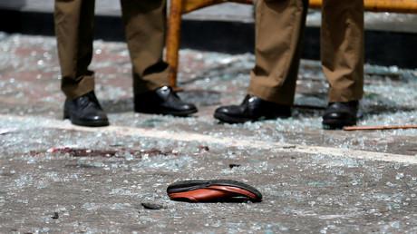 Die Explosionen am Ostersonntag haben bereits mehr als 200 Todesopfer gefordert und über 500 Verletzte. Bild: Ein Schuh vor der Sankt-Antonius-Kirche in Colombo.